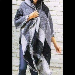 New DWS Wrap Blanket Shawl Black Gray Fringe Cape